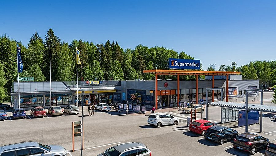 The portfolio consists of 18 grocery-anchored assets